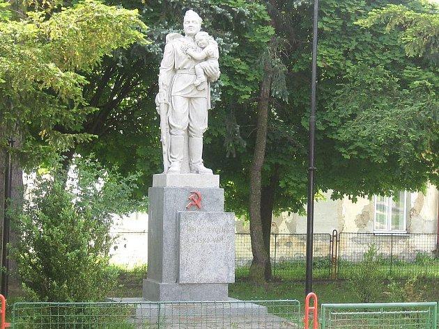 Pomník rudoarmějce ve Slavonicích.