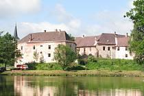 Pohled na zámek v Nové Včelnici.