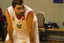 ZKUŠENOST. Nejostřílenějším jindřichohradeckým basketbalistou bude bezesporu i v letošní sezoně hrající asistent trenéra Petr Němec.