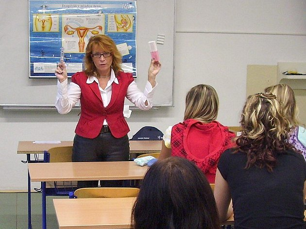 Lékařka Monika Roubíčková  přednášela třeboňským studentům v rámci Dne zdraví.
