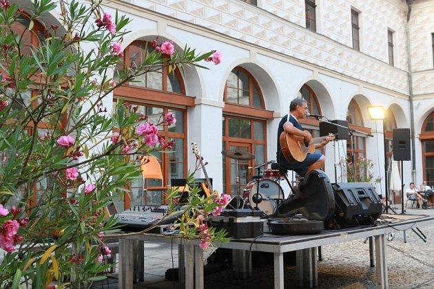 Hradečáci si užili dvojkoncert Pavla Jarčevského a Pensée.