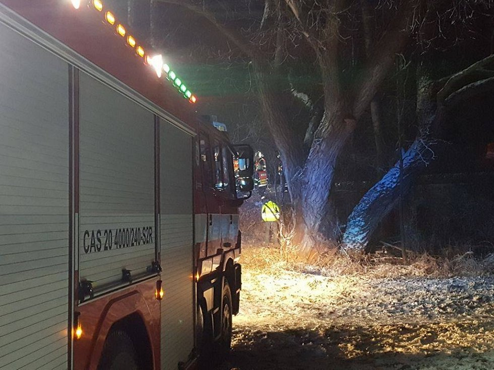 Tragická nehoda na přejezdu v Třeboni - Holičkách, kde poslední den v roce zemřeli dva lidé.