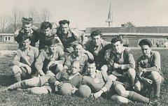 Fotbalisté Sokola Deštná v letech 1935-1936.
