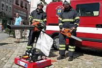 Sbor dobrovolných hasičů z Jindřichova Hradce představil veřejnosti nové vozidlo a výbavu.