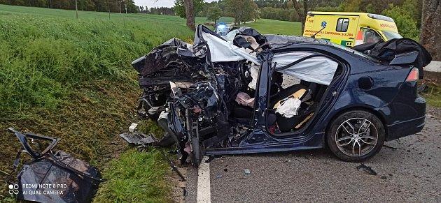 Po nárazu do stromu zemřel vsobotu 22.května ráno nedaleko Lipové uVolfířova na Jindřichohradecku řidič narozený vroce 1998.