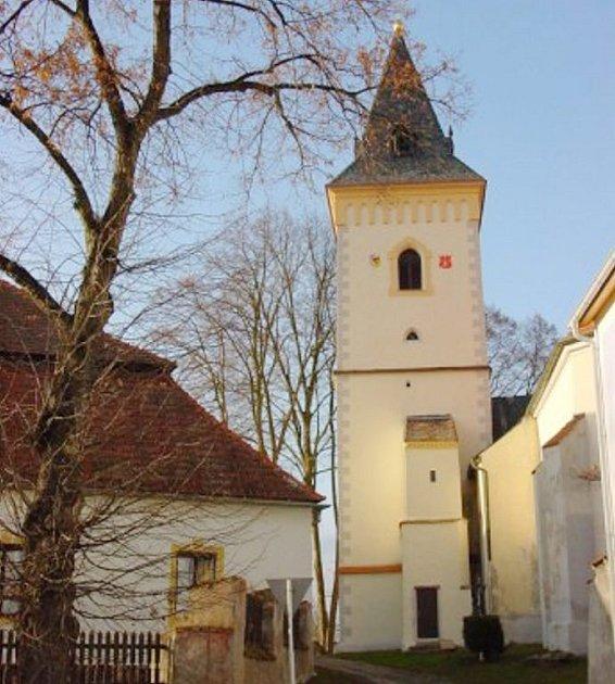 Kostel svatého Jana Křtitele v Lomnici nad Lužnicí.