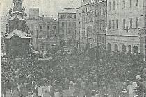 Archivní záběr z jindřichohradeckého náměstí Míru.