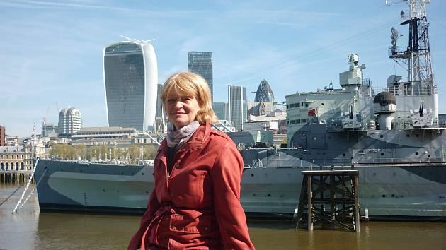 Učitelka Jana Burianová se žáky jindřichohradeckého gymnázia V. Nováka měla možnost několikrát navštívit Velkou Británii včetně Londýna.