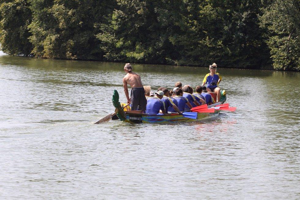 Nultý ročník Vajgarské saně, závodu dračích lodí, se konal o posledním srpnovém víkendu.