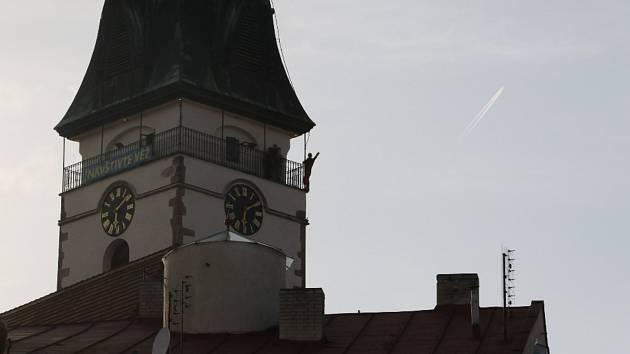 Dramatické okamžiky se odehrály v sobotu v centru J. Hradce. Mladý muž chtěl skočit z městské věže.