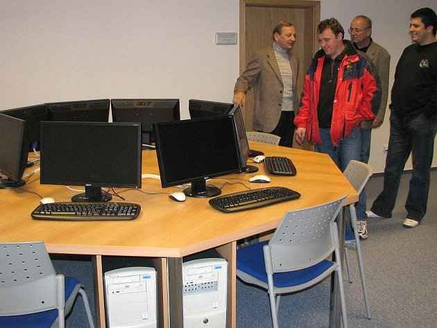 Slavnostní otevření přístavby fakulty managementu v J. Hradci, kde se mimo jiné nachází knihovna a informační centrum.