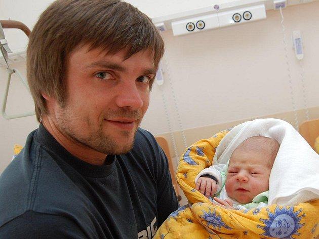 Tomáš Kořínek z Nové Bystřice, 18. dubna 2010, 2970 gramů, 50 centimetrů