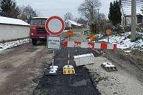 Budování kanalizace v Lodhéřově.