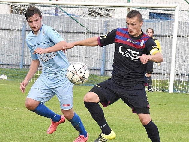 Hradec uhrál remízu 1:1 v Protivíně. Vpravo autor gólu Radim Koutný.