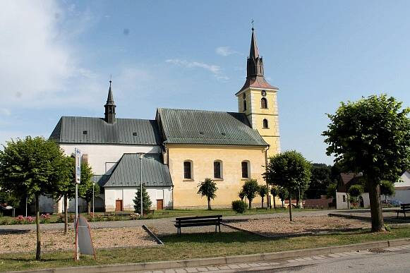 Deštná. Kostel sv. Ottona.