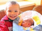 Daniel Janák se narodil 5. března Monice a Vladimíru Janákovým z Horní Pěny. Měřil 49 centimetrů a vážil 3320 gramů. Radost z něj má i bráška Ondřej.