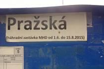 Náhradní zastávka v Pražské ulici.