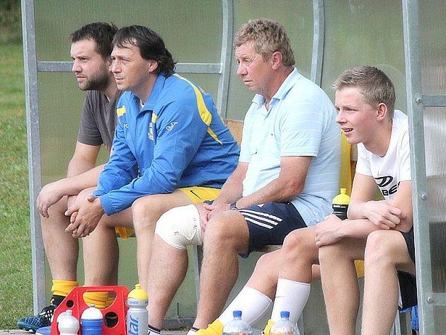 Včelnický trenér Jan Pudil (druhý zprava) zatím může být s výkony svých svěřenců spokojený.