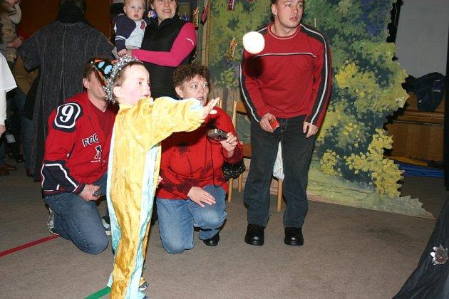 Dětský karneval v Deštné pořádali již podruhé místní ochotníci.