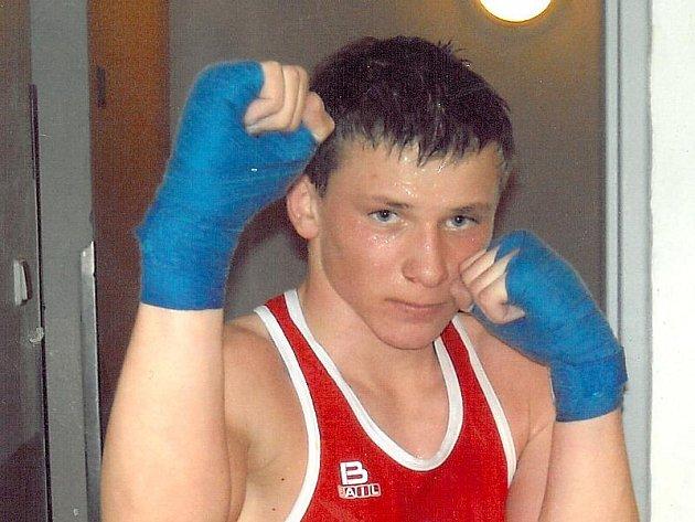 Třeboňský boxer Patrik Jiráček zvítězil v minulém ročníku ankety Nejúspěšnější sportovec roku okresu Jindřichův Hradec v kategorii mládeže do 18 let a také za rok 2010 bude patřit k hlavním aspirantům na nejvyšší příčky.