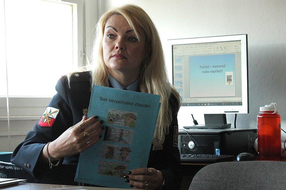 Policejní mluvčí Hana Millerová besedovala s žáky ze 4. základní školy o kyberšikaně.