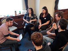Třeboň - Studenti třeboňského gymnázia a obchodní akademie diskutovali o demokracii. Foto: Michaela Babická
