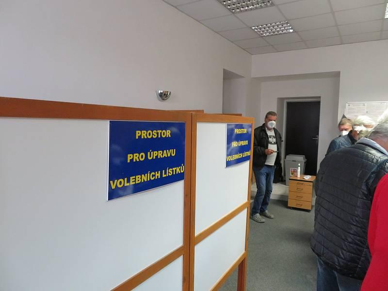 Referendum a parlamentní volby v Dačicích.