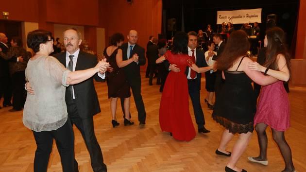 V pátek 1. února se v kulturním domě v Deštné uskutečnil 27. Farní ples.