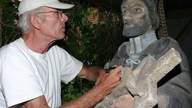 akademický sochař František Häckel