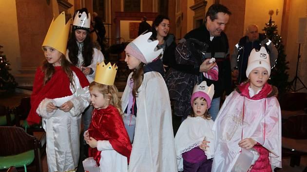Tříkrálová sbírka byla slavnostně zahájena v kapli sv. Maří Magdaleny v Jindřichově Hradci.