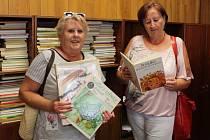 Sbírka kabelek a dětských knížek na benefiční akci Kabelkový veletrh Deníku se potěšitelně rozšiřuje.
