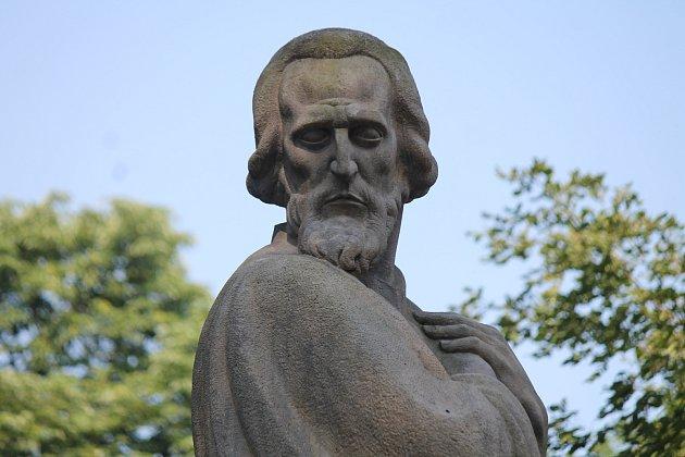 Každoroční sváteční setkání u pomníku Jana Husa v Husových sadech je v Hradci už tradicí.