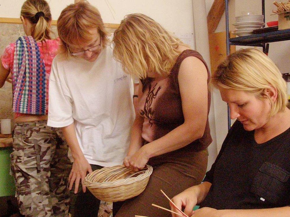 Kurzy pro šikovné ruce ve Výtvarné dílně v Zahrádkách. Pletení košíků.