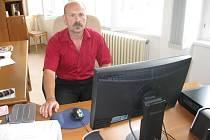 Ředitel Obchodní akademie T.G.Masaryka v Jindřichově Hradci Josef Janda.