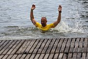 Hradecký rybník Vajgar v sobotu už po pětadvacáté hostí Chalupa Cup. Snímky jsou z loňského ročníku, kdy ještě byly v programu i závody dračích lodí.