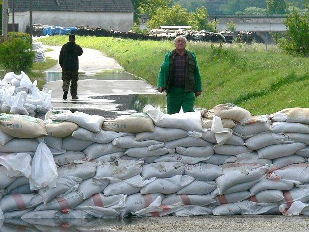 Očekávané zvýšení hladiny řeky ve Staré Hlíně o metr se nakonec nekonalo.