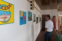 Deštenští výtvarníci vystavují do konce září.