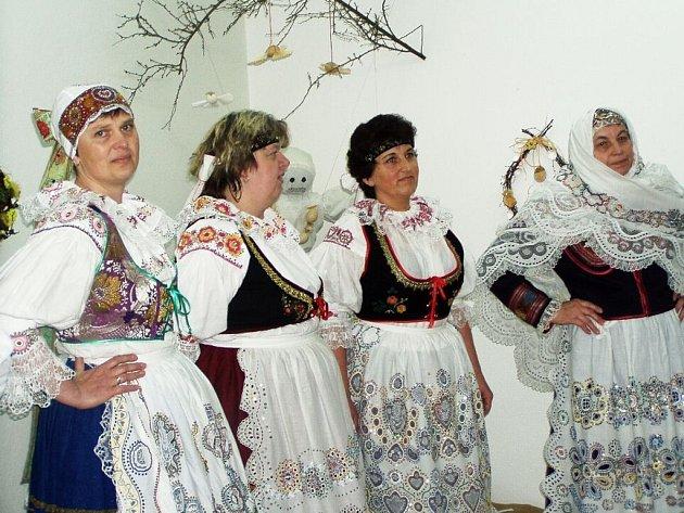 Výstavu zahájila Jarošovská krojovaná družina.