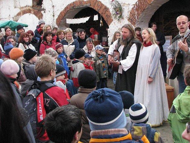 Otevřený dvůr a vánoční trhy Proutku v Plasné.