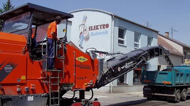 Ilustrační foto: Frézování povrchu vozovky.