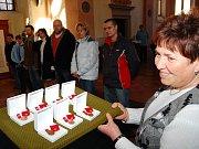 Dárci krve z Jindřichohradecka převzali zlaté plakety Jana Janského za 40 odběrů.