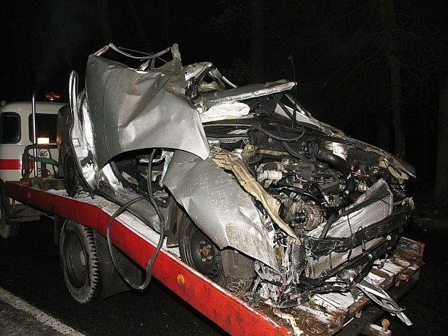 Střet se stromy u Třeboně ve směru na Majdalenu řidič nepřežil.
