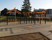 Workoutové hřiště na sídlišti Vajgar zahrnuje zhruba desítku cvičebních prvků.