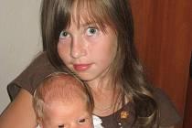 Matyáš Musel z J. Hradce se narodil 10. července 2011 Martině Vejvarové a Petru Muselovi, vážil 3650g a měřil 52cm. Na snímku je se sestrou Terezou.