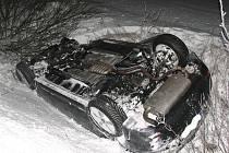 U Třeboně se v úterý večer srazila čtyři auta a dva lidé se zranili.