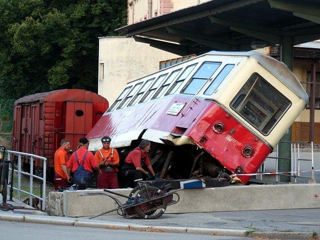 Na odstavné koleji v Jindřichově Hradci vykolejil vagon úzkokolejky.