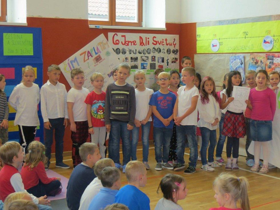 Lomnické děti slavily s republikou.