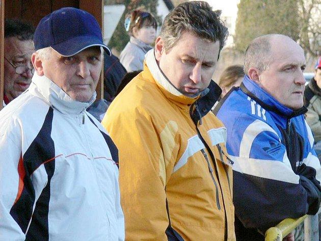 Velkou zásluhu na současném vzestupu chlumské kopané mají trenér mužstva Rostislav Maxa (vpravo) a předseda klubu Karel Flaška.