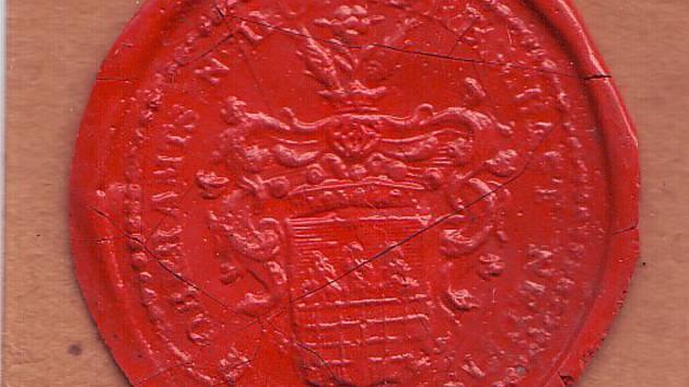 V pečetním poli je úplný erb svobodného pána Hochberga z Hennesdorfu z let 1817 až 1827.
