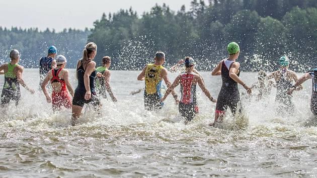 Malý Ratmírov hostí v sobotu v pořadí již 35. ročník Jindřichohradeckého triatlonu.
